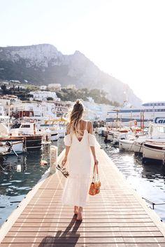 Late afternnon stroll at the pier, Marina Grande | Capri: http://www.ohhcouture.com/2017/06/marina-grande-capri/ #leoniehanne #ohhcouture