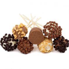 Piruletas chic de chocolate rellenas de bombón. Productos artesanos el Obrador de Tom.