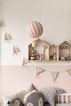 Kinderzimmer einrichten: 5 Tipps für mehr Kuschelatmospähre im Kinderzimmer - Baby Bedroom, Girls Bedroom, Childs Bedroom, Kid Bedrooms, Nursery Set Up, Ideas Habitaciones, Parents Room, Kids Room Design, Little Girl Rooms