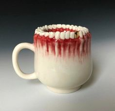 cursed images - creepy teeth mug Creepy Art, Weird Art, Art Zine, Creepy Pictures, Strange Photos, Surreal Art, Clay Art, Ceramic Art, Sculpture Art