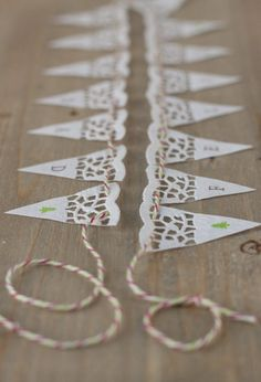 7 cool ideas to decorate with paper lace for Christmas – Lace Paper Doily Crafts, Doilies Crafts, Paper Doilies, Paper Lace, Diy Paper, Paper Flowers, Ramadan Decoration, Deco Ballon, Deco Champetre