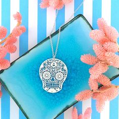 LAVISHY designs & wholesale original & beautiful applique bags, wallets, pouches & accessories for gift shop/boutique buyers in USA, Canada & worldwide. Gift Shops, Clothing Boutiques, Filigree Earrings, Makeup Pouch, Boutique Shop, Online Shopping, Plating, Coin Purse, Fashion Accessories