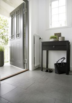 Bildresultat för grått klinkergolv hall Tiled Hallway, Fine Hotels, House Entrance, Home Hacks, Tall Cabinet Storage, Entryway Tables, Tile Floor, Tiles, Flooring