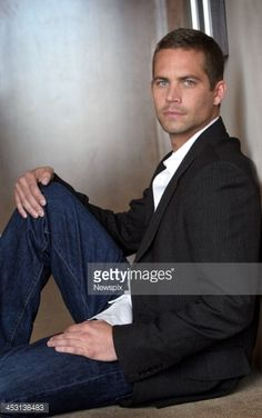 American actor Paul Walker poses during a photo shoot on April 2006 in Melbourne, Australia. Walker is in Melbourne to promote his new film 'Eight Below'. Get premium, high resolution news photos at Getty Images Actor Paul Walker, Cody Walker, Rip Paul Walker, Star Wars, Fast And Furious, My Guy, American Actors, Gorgeous Men, Beautiful People