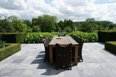 buxus terras - symmetrie, terras, agapanthus, hortensia