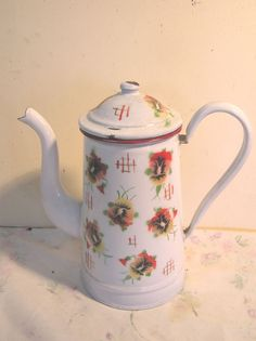 ANCIENNE CAFETIERE EMAILLEE FLEURIE Service Assiette, Grandmothers Kitchen, Enamel Ware, Cafetiere, Chocolate Coffee, French Decor, Teapots, Retro, Cup And Saucer