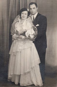 Chic Vintage Brides, Vintage Weddings, Wedding Reception, Wedding Gowns, Bridal Looks, Wedding Couples, Old Photos, Marie, Wedding Photography