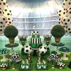 Vasinhos em formato de bola de futebol na sua festa football party в 2019 г Soccer Birthday Parties, Football Birthday, Soccer Party, Soccer Ball, Soccer Baby Showers, Boy Baby Shower Themes, Soccer Decor, Soccer Banquet, Football Themes