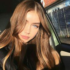 Light brown hair and makeup - ChicLadies. Hair Inspo, Hair Inspiration, Beauté Blonde, Peinados Pin Up, Hair Color Blue, Aesthetic Hair, Light Brown Hair, Grunge Hair, Pretty Face
