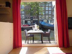 Hausboot im historischen Zentrum von Amsterdam. Platz für bis zu 4 Personen, ab 150€ pro Nacht. Objekt-Nr. 434446