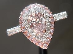 My dream engagment ring!! it will never happen but a girl can dream!