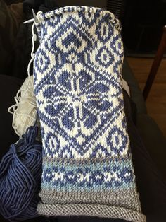 Ravelry is a community site, an organizational tool, and a yarn & pattern database for knitters and crocheters. Ravelry, Knit Crochet, Blanket, Knitting, Pattern, Inspiration, Design, Ideas, Knit Patterns