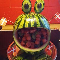 Så er Naya klar til at holde fødselsdag i dagplejen #fødselsdag #1år #1årsfødselsdag #frø #frugtdyr #lækkerier Watermelon, Mad, Deserts, Birthday, Instagram Posts, Birthdays, Postres, Dessert, Dirt Bike Birthday