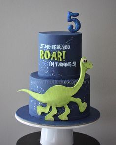 The Good Dinosaur Dinosaur Birthday Cakes, 4th Birthday Cakes, Baby Boy Birthday, Dinosaur Party, Birthday Ideas, The Good Dinosaur Cake, Dino Cake, Le Voyage D'arlo, Arlo Und Spot