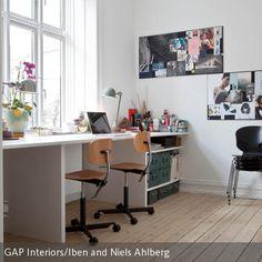 Ein Schreibtisch für Zwei? Wer die gesamte Raumlänge ausnutzt, schafft nicht nur genügend Platz zum Arbeiten, sondern auch Ablagefläche und Möglichkeiten…