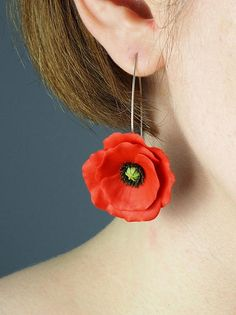 Beautiful bright red poppy flower earrings made of polymer clay. Due to natural variations in the process, each piece is Polymer Clay Earrings, Diy Earrings, Flower Earrings, Crystal Earrings, Statement Earrings, Gift Girlfriend, Birthday Gifts For Girlfriend, Birthday Gifts For Her, Blue Gift