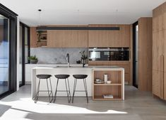Claremont Residence is a minimalist house with a central courtyard located in Claremont Australia designed by keen architecture. Modern Kitchen Design, Interior Design Kitchen, Modern Interior Design, Interior Styling, Luxury Kitchens, Home Kitchens, Küchen Design, House Design, Bloomfield Homes