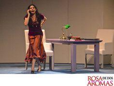 OBRA DE TEATRO, ROSA DE DOS AROMAS. Raquel Garza interpreta a Gabriela en Rosa de Dos Aromas. Una mujer que pronto entablará una relación con quien no sabe si puede ser su amiga o una rival. Este fin de semana, te esperamos en el Teatro 11 de Julio a las 6:00 y 8:15 p.m. para disfrutar una gran noche. #ObradeTeatroRosadeDosAromas