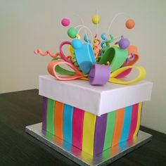 Delicious marshmallow fondant cakes - Celebrat : Home of Celebration, Events to Celebrate, Wishes, Gifts ideas and more ! Creative Gift Wrapping, Creative Gifts, Diy Gift Box, Diy Gifts, Gift Boxes, Bff Birthday Gift, Cake Birthday, Diy And Crafts, Paper Crafts