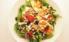 Halloumisalaatti – Tästä ei salaatti enää paljoa parane! Pasta Salad, Cobb Salad, Gluten Free Recipes, Healthy Recipes, Healthy Food, Halloumi, Feta, Salad Recipes, Potato Salad