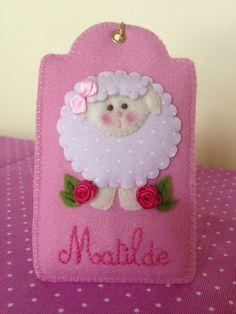 (Baby/child Name Tag) Felt Crafts, Fabric Crafts, Paper Crafts, Diy Craft Projects, Projects To Try, Craft Ideas, Felt Phone Cases, Felt Cover, Felt Patterns