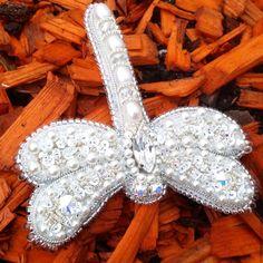 Купить Брошь-стрекозка - белый, красивый подарок, красивое украшение, жемчуг натуральный, для женщины, переливающийся