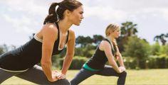 Wer in den Ferien den Sport nicht vernachlässigt, muss sein Fitnesslevel später nicht wieder mühsam aufbauen!  Women´s Health bei Readly lesen!