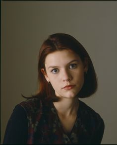 Claire Danes looking adorable as she was back then ❤