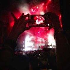 Mis condolencias a las personas cercanas del bailarín fallecido está madrugada en Madcool.... #madrid #places #lugares #people #gente #summer #verano #Huaweip10plus @HuaweiMobileESP #huaweimadcool #color #concierto #festival #music #altj