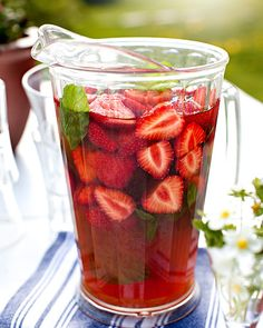 Keep Sober (alkoholfri) - Bartenderns Recept - Spisa. Summer Drinks, Fun Drinks, Healthy Drinks, Healthy Recipes, Beverages, Cold Drinks, Smoothie Diet, Smoothies, Food N