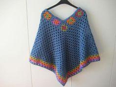 Deze poncho is gehaakt met Style craft en patroon komt bij Drops vandaan.