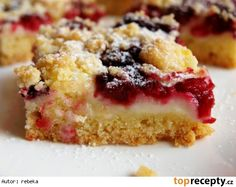 "This is ""Drobenkový koláč s pudinkem a jahodami"" by Toprecepty on Vimeo, the home for high quality videos and the people who love them. Czech Recipes, Polish Recipes, Sweet Cakes, Strudel, Cheesecake, Food And Drink, Favorite Recipes, Sweets, Baking"