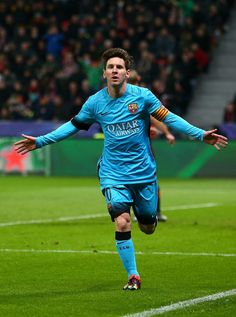 Lionel Messi of Barcelona celebrates scoring the first Barcelona goal during the UEFA Champions League Group E match between Bayer 04 Leverkusen and FC Barcelona at BayArena on December 2015 in Leverkusen, Germany. Leonel Messi, Messi Cr7, Neymar, Uefa Champions League, Barcelona Fc, Fc Barcelona Wallpapers, Messi Photos, Good Soccer Players, Soccer Teams