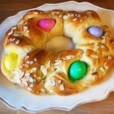 A festive, pretty and delicious Easter bread! Bring one of these to your church potluck or to serve with Easter brunch to add some interest to your table! My Recipes, Italian Recipes, Favorite Recipes, Italian Desserts, Bread Recipes, Recipies, Easter Dinner, Easter Brunch, Easter Bread Recipe