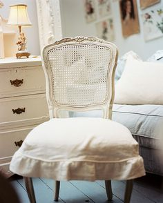So classic and i love it.. Simply Shabby :)