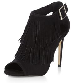 a4dc133e2676a Chaussures à talons noires avec franges et découpes sur les côtés Chaussure  A Talon Noir,