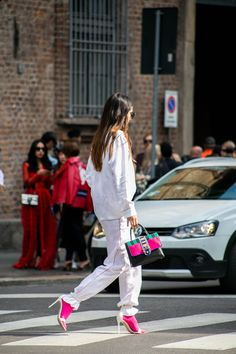Streetstyle | Primpy Style | Fashion Trend 2017 | Pink is good | White & Pink | Milan Fashion Week #streetstyle #streetwear #milanfashion #whitemood #pink #style #trends #fashiontrend #primpytips #primpypeople #primpystyle #casual #sportystyle #sportychic discover more on http://www.primpymag.com/en/primpystyle-2/