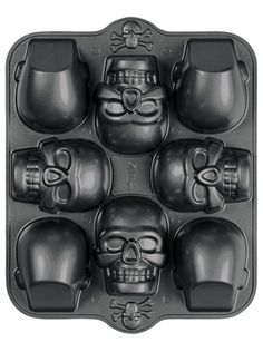 This three-dimensional pan makes a big statement at Halloween parties! Heavyweight cast aluminum conducts heat extremely evenly. Premium non-stick surface for easy release and cleanup. #InkedShop #3D #minicake #skull #bakeware #Kitchenware #cake #cute #Halloween