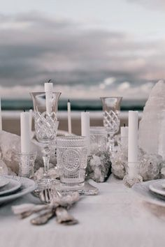 Le Frufrù: Una tavola in riva al mare Beach Wedding Inspiration Beach Wedding Photos, Seaside Wedding, Wedding Tips, Wedding Styles, Wedding Venues, Beach Wedding Decorations, Table Decorations, Romantic Scenes, Beach Wedding Inspiration