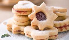 Připravte si výborné a zdravé linecké cukroví ze špaldové mouky. Tato zdravější varianta je velmi chutná a recept opravdu jednoduchý. Vyzkoušejte ho! Cookies, Desserts, Food, Blue Prints, Crack Crackers, Tailgate Desserts, Deserts, Biscuits, Essen