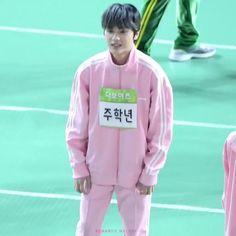 babie haknyeon hopping when he's excited🥺 Cute Asian Guys, Cute Korean, Funny Statues, Changmin The Boyz, Kpop Gifs, Joo Haknyeon, Taeyong, Korean Phrases, Min Yoonji