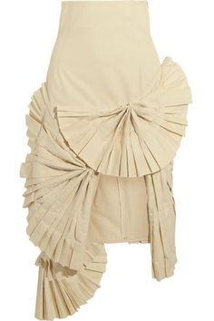 JACQUEMUS . #jacquemus #cloth #skirts