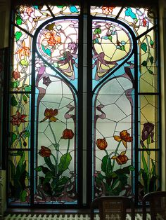 Wonderful turn of the century art nouveau stained glass, with brilliant colors, esp antique violets and some turquoise - Maison particulière (1900) – Nancy
