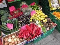 The Portobello Road vegetable and food market, London (England)
