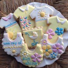 Decorated cookies for a baby shower - sunshine yellow and flowrs. Fancy Cookies, Sweet Cookies, Iced Cookies, Cute Cookies, Cupcake Cookies, Sugar Cookies, Cupcakes, Galletas Decoradas Baby Shower, Galletas Cookies