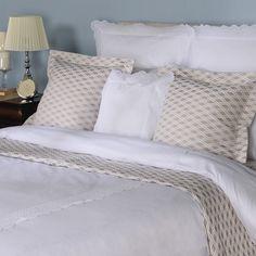 100% bumbac, 100% alint. Set așternut pat cu 7 piese Aurea. Bed, Furniture, Home Decor, Decoration Home, Stream Bed, Room Decor, Home Furnishings, Beds, Home Interior Design
