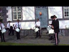 """""""Hoffaren"""" med slagergjengen fra Dræggen Buekorps - Buekorps / Bergen - YouTube"""