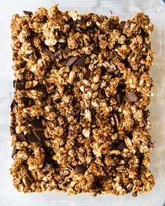 Peanut Butter Chocolate Chunk Granola Clusters - Sprinkle of Green Peanut Butter Granola, Peanut Butter Roll, Natural Peanut Butter, Chocolate Peanut Butter, Seed Crackers Recipe, Yummy Food, Healthy Food, Healthy Eating, Tasty