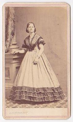 Snood, fischu, triple contrasting flounce, short sleeves. civil war era fashion