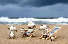 the end of the season   #miszek #bear #fiberart #feltedanimals #felting #wetfelting #wool #igersgdansk #gaybear #beardedgay #かわいい  #熊 #羊毛フェルト #テディベア #needlefelting #fiberartist #acorn #acornhat #brooch #menbrooch #beach #beachbody #deckchair #sunbed #beforethestorm Wet Felting, Needle Felting, Deck Chairs, Felt Hearts, Felt Animals, Acorn, Beachbody, Fiber Art, Bears